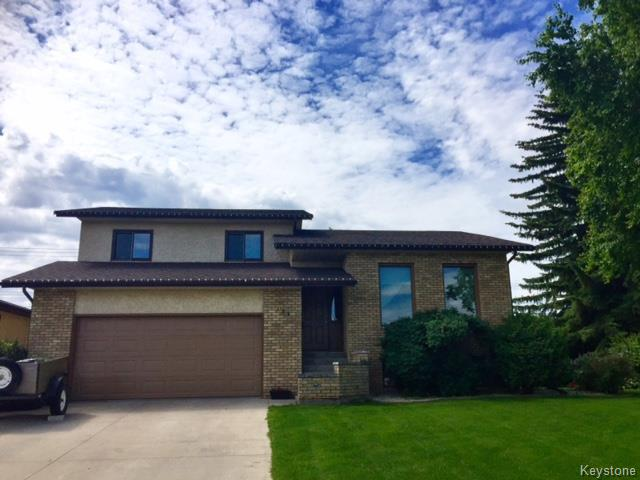 Main Photo: 121 Veterans Drive in Dauphin: R30 Residential for sale (R30 - Dauphin and Area)  : MLS® # 1716536