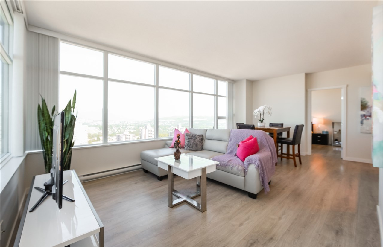 "Main Photo: 2502 4880 BENNETT Street in Burnaby: Metrotown Condo for sale in ""Chancellor"" (Burnaby South)  : MLS® # R2183102"