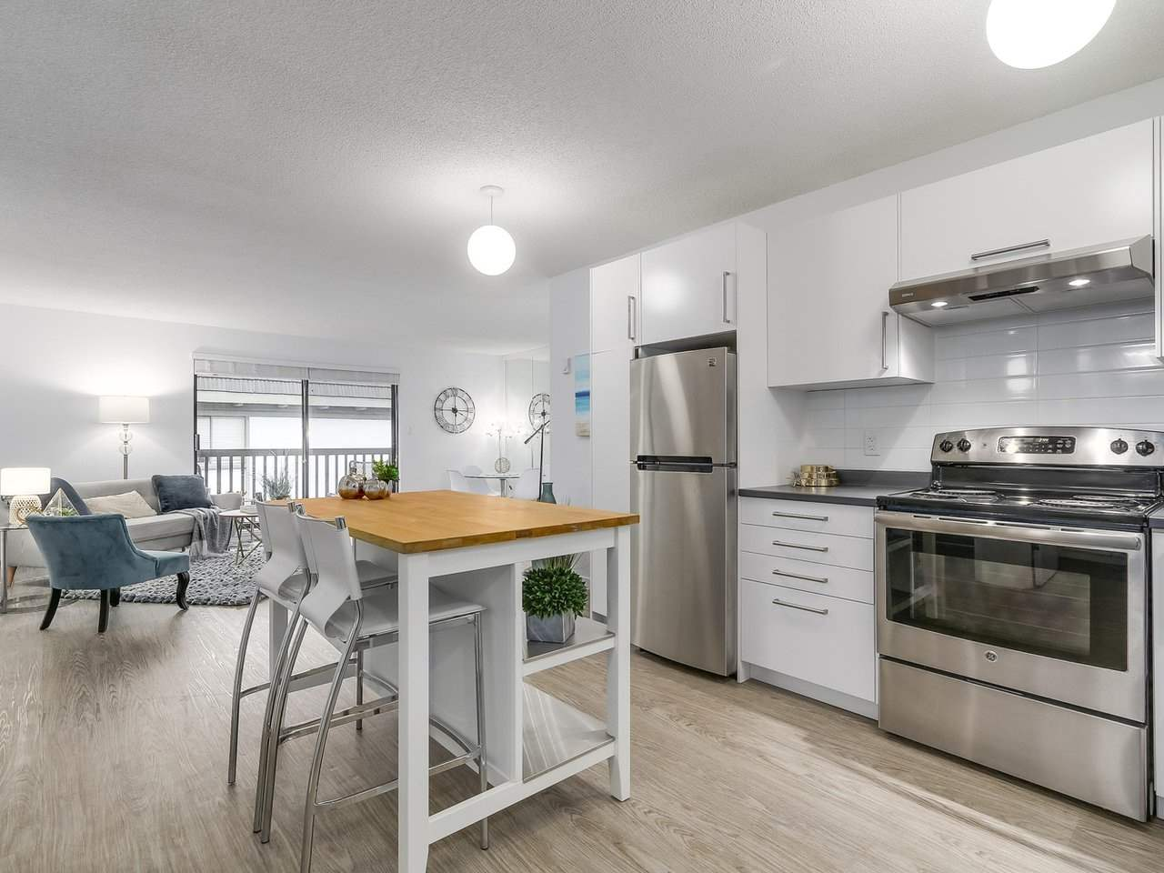 "Main Photo: 304 270 W 3RD Street in North Vancouver: Lower Lonsdale Condo for sale in ""Hampton Court"" : MLS® # R2220368"
