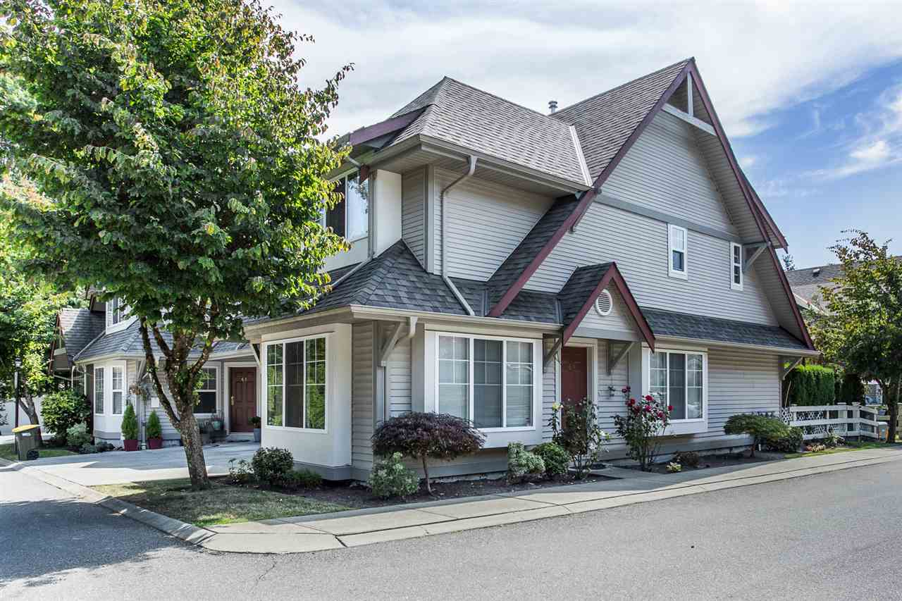 "Main Photo: 60 23085 118 Avenue in Maple Ridge: East Central Townhouse for sale in ""Sommerville Gardens"" : MLS®# R2301161"