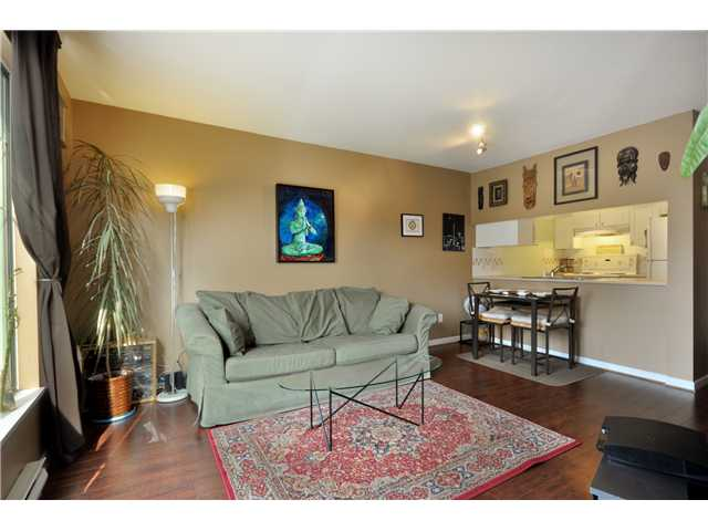 "Main Photo: 302 929 W 16TH Avenue in Vancouver: Fairview VW Condo for sale in ""OAKVIEW GARDEN"" (Vancouver West)  : MLS(r) # V884403"