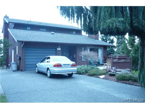 Main Photo: 891 Woodhall Drive in VICTORIA: SE High Quadra Residential for sale (Saanich East)  : MLS® # 315495