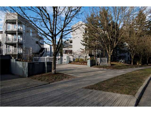 "Main Photo: 6 7345 SANDBORNE Avenue in Burnaby: South Slope Townhouse for sale in ""SANDBORNE WOODS"" (Burnaby South)  : MLS® # V1055567"