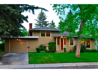 Main Photo: 1040 80 Avenue SW in Calgary: Chinook Park House for sale : MLS® # C4014659