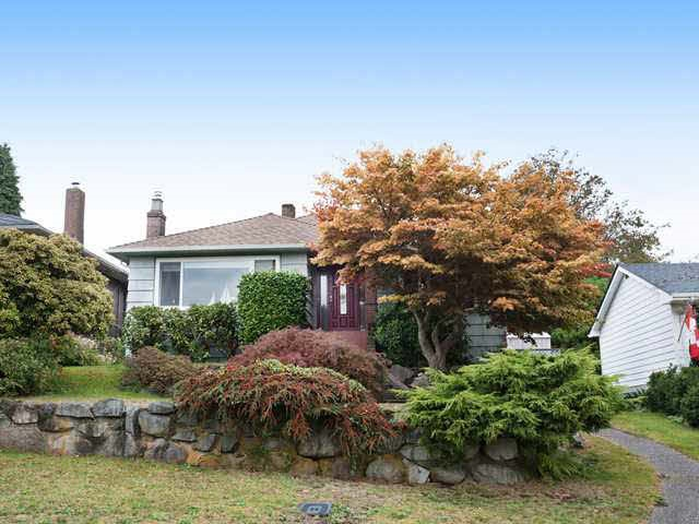 "Main Photo: 812 E 6TH Street in North Vancouver: Queensbury House for sale in ""Queensbury"" : MLS® # R2021959"