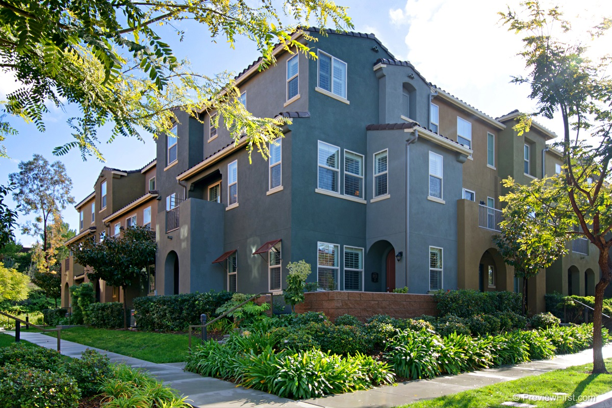 Main Photo: CHULA VISTA Townhome for sale : 3 bedrooms : 1831 Crimson Ct #7