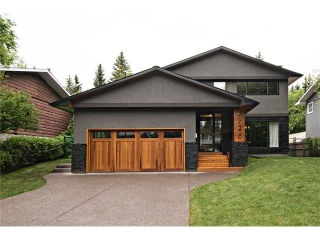 Main Photo: 6726 LIVINGSTONE Drive SW in Calgary: Lakeview House for sale : MLS(r) # C4052442