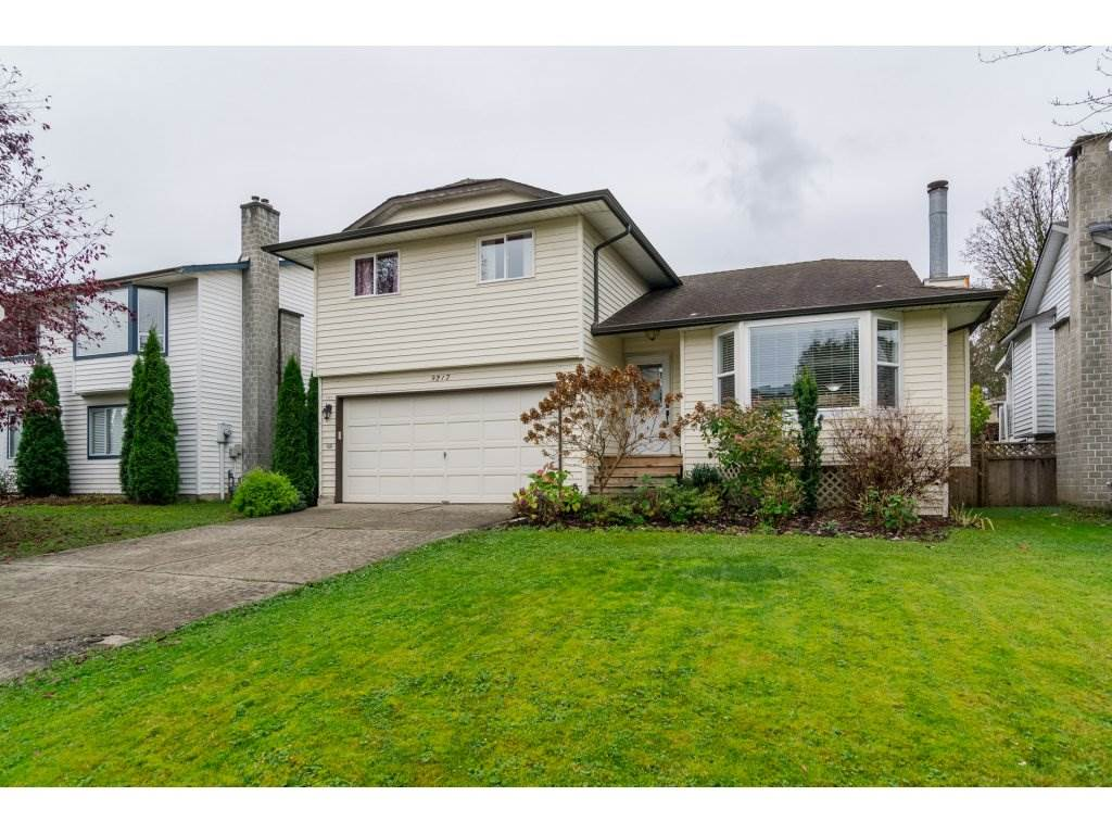 "Main Photo: 9217 209A Crescent in Langley: Walnut Grove House for sale in ""WALNUT GROVE"" : MLS® # R2120297"