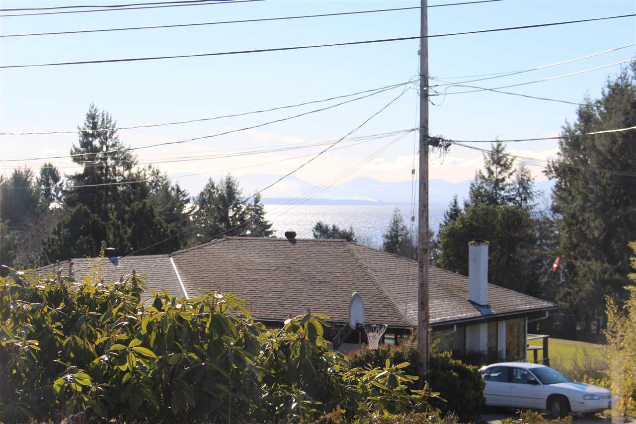 "Photo 3: Photos: 4746 FIR Road in Sechelt: Sechelt District House for sale in ""DAVIS BAY"" (Sunshine Coast)  : MLS®# R2132730"