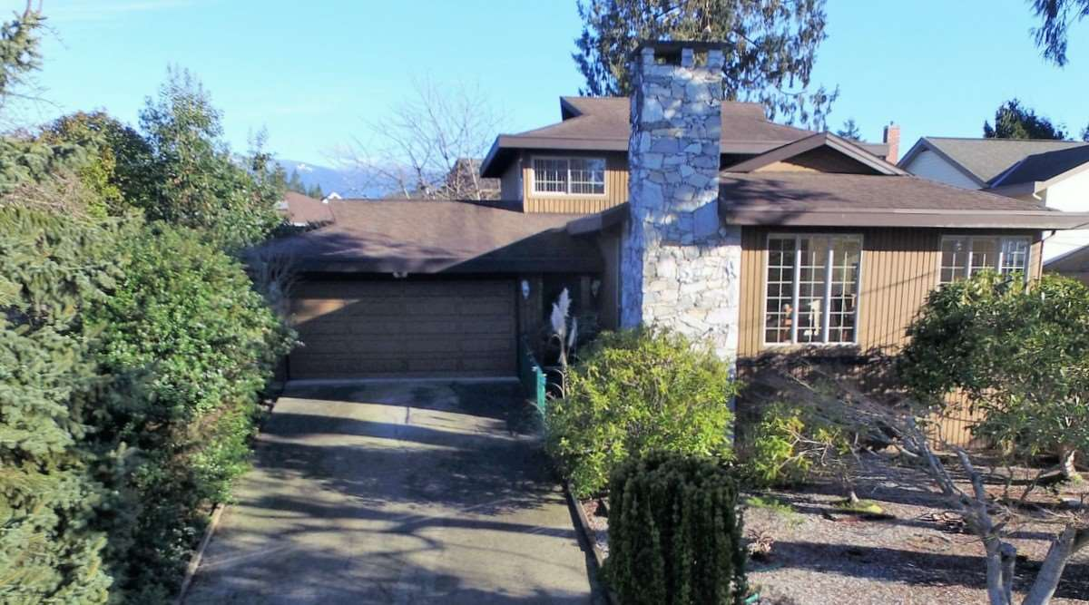 "Main Photo: 4746 FIR Road in Sechelt: Sechelt District House for sale in ""DAVIS BAY"" (Sunshine Coast)  : MLS® # R2132730"