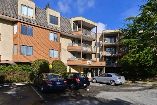 "Main Photo: 107 1720 SOUTHMERE Crescent in Surrey: Sunnyside Park Surrey Condo for sale in ""Spinnaker"" (South Surrey White Rock)  : MLS®# R2143544"