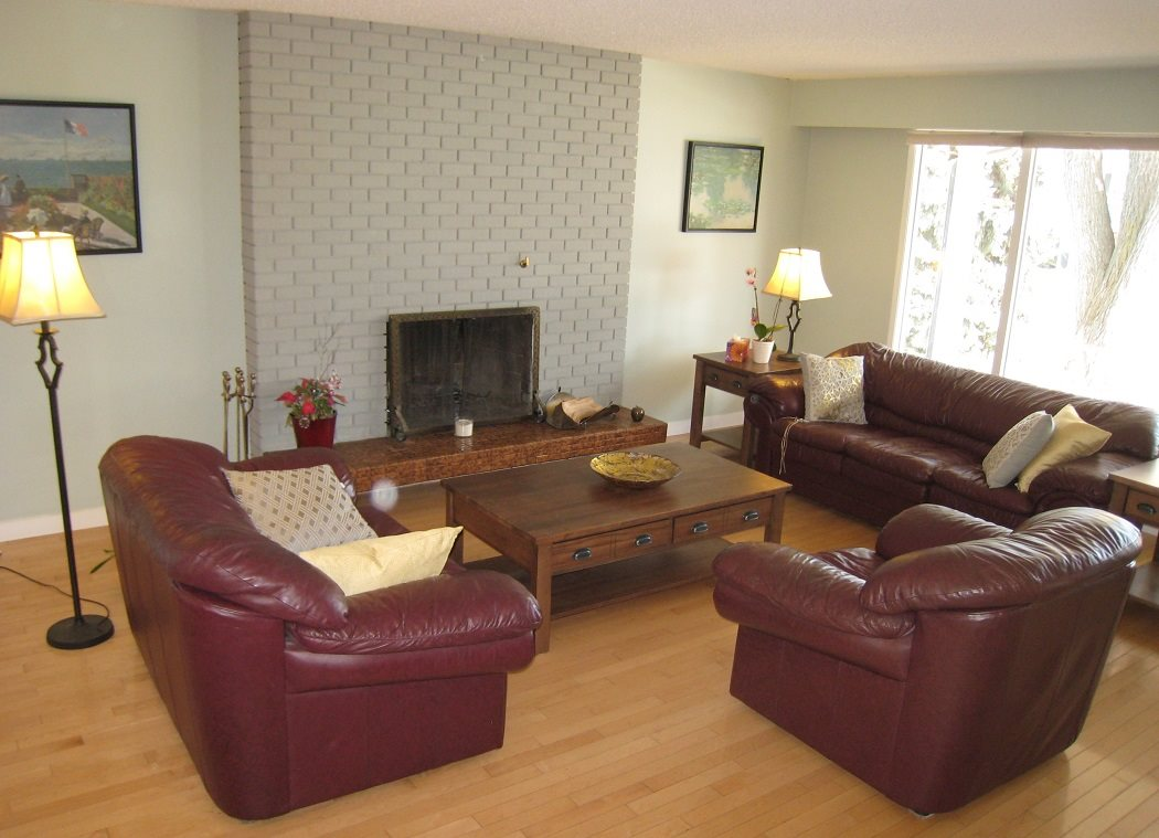 Large living room with Fireplace and harwood flooringu