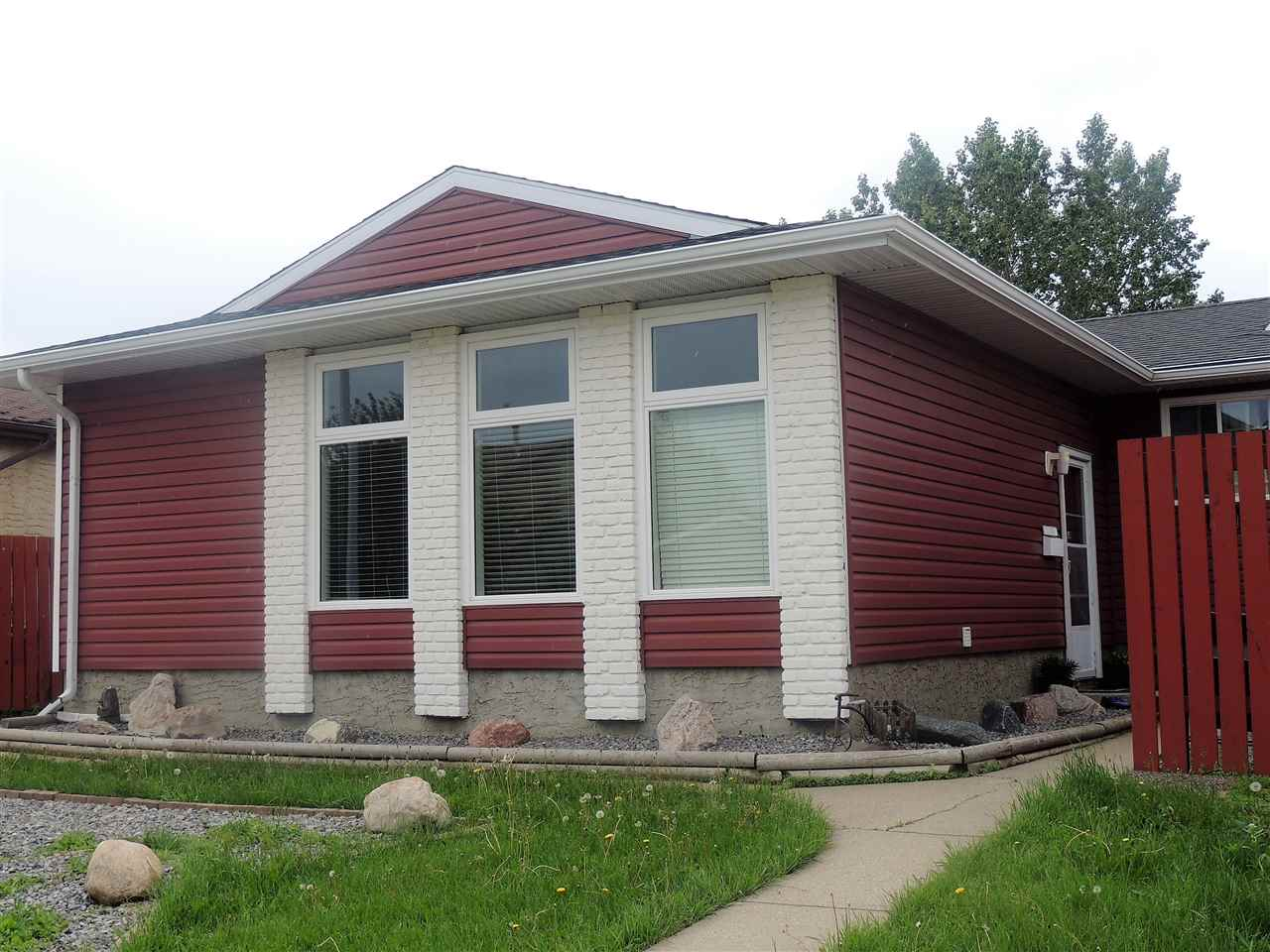 Main Photo: 11943 138 Avenue in Edmonton: Zone 27 House for sale : MLS® # E4069726