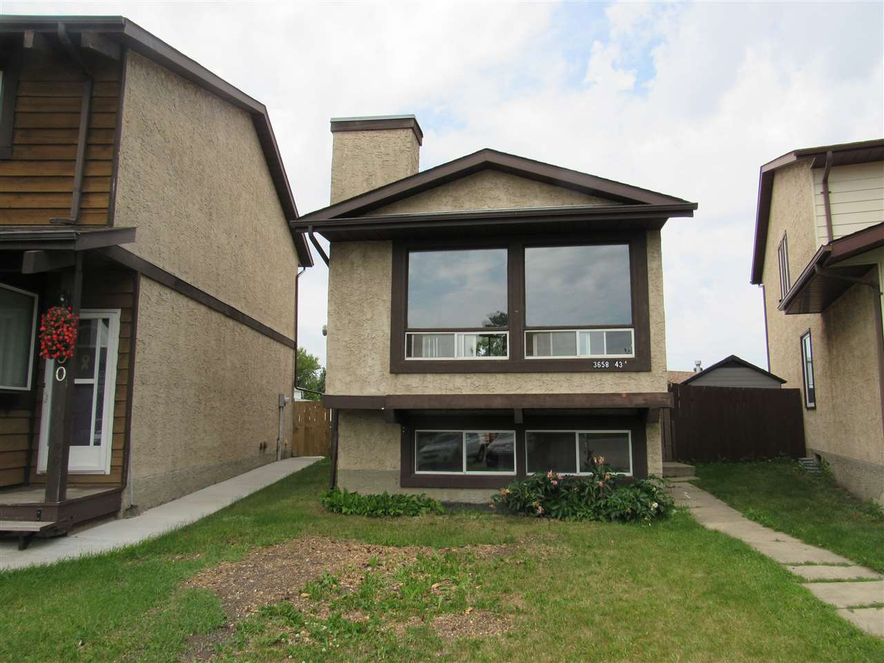 Photo 1: 3658 43A Avenue in Edmonton: Zone 29 House for sale : MLS(r) # E4072229