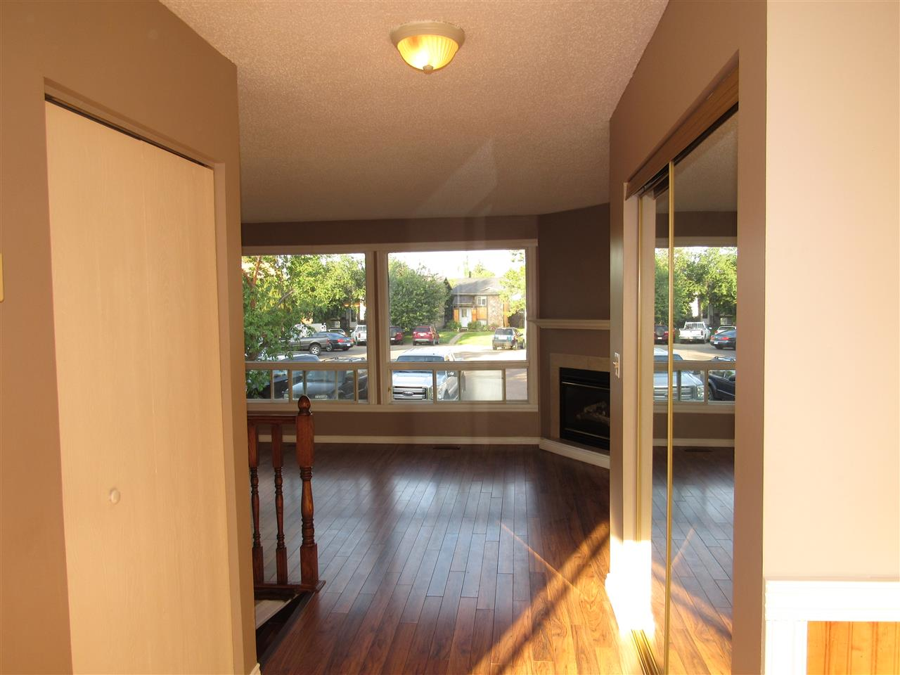 Photo 9: 3658 43A Avenue in Edmonton: Zone 29 House for sale : MLS(r) # E4072229