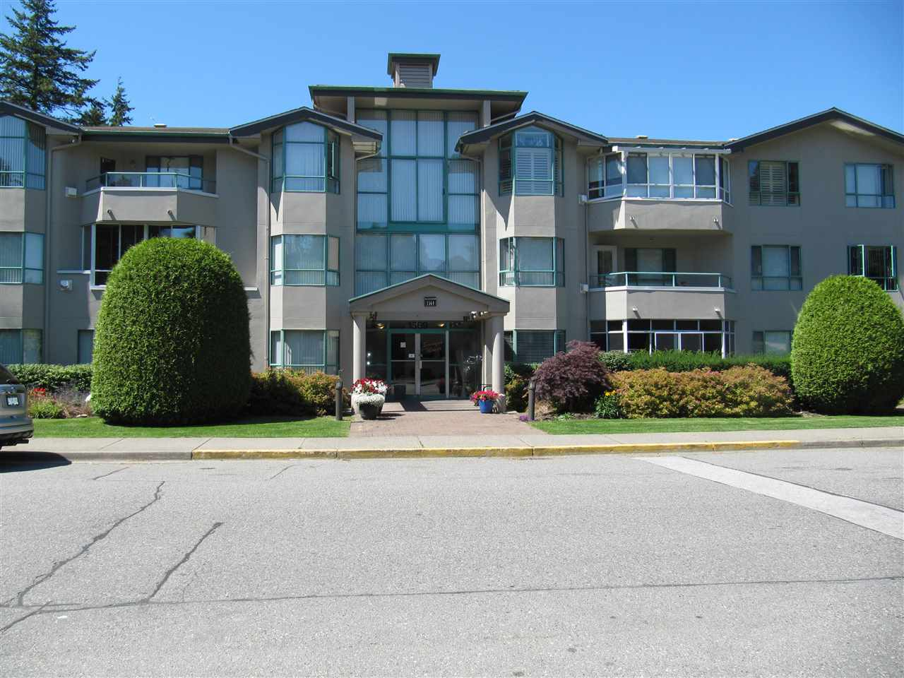 "Main Photo: 207 1569 EVERALL Street: White Rock Condo for sale in ""SEAWYND MANOR"" (South Surrey White Rock)  : MLS®# R2192735"