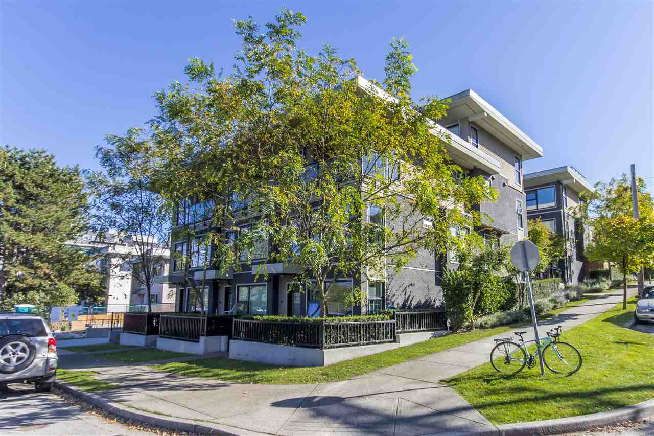 "Main Photo: 2318 WINDSOR Street in Vancouver: Mount Pleasant VE Townhouse for sale in ""7&W"" (Vancouver East)  : MLS®# R2235412"