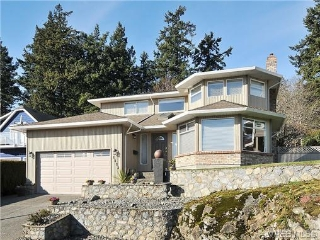 Main Photo: 1233 Tall Tree Place in VICTORIA: SW Strawberry Vale Single Family Detached for sale (Saanich West)  : MLS® # 332885