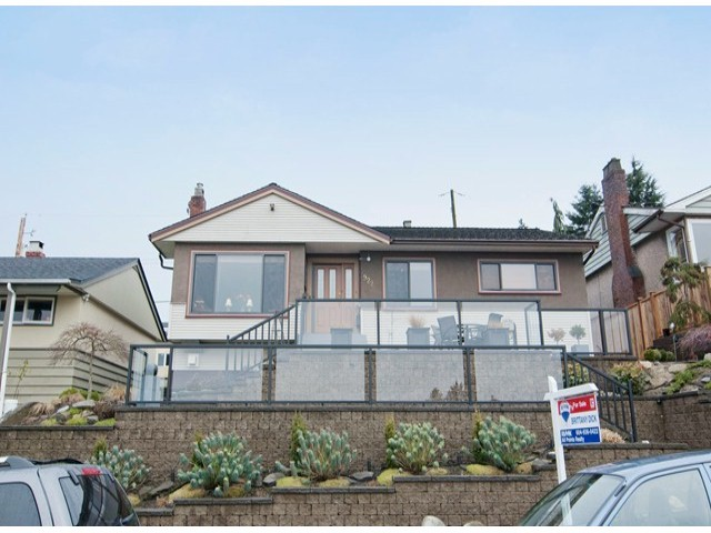 "Main Photo: 922 LADNER Street in New Westminster: The Heights NW House for sale in ""THE HEIGHTS"" : MLS(r) # V1050941"