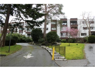 Main Photo: 419 1433 Faircliff Lane in VICTORIA: Vi Fairfield West Condo Apartment for sale (Victoria)  : MLS® # 347023