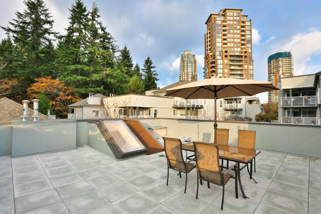 "Main Photo: 20 7345 SANDBORNE Avenue in Burnaby: South Slope Townhouse for sale in ""SANDBORNE WOODS"" (Burnaby South)  : MLS® # R2009318"