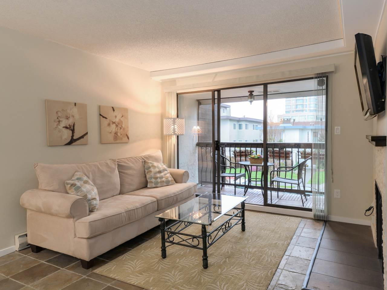 "Photo 2: 202 1352 W 10TH Avenue in Vancouver: Fairview VW Condo for sale in ""Tell Manor"" (Vancouver West)  : MLS® # R2035626"