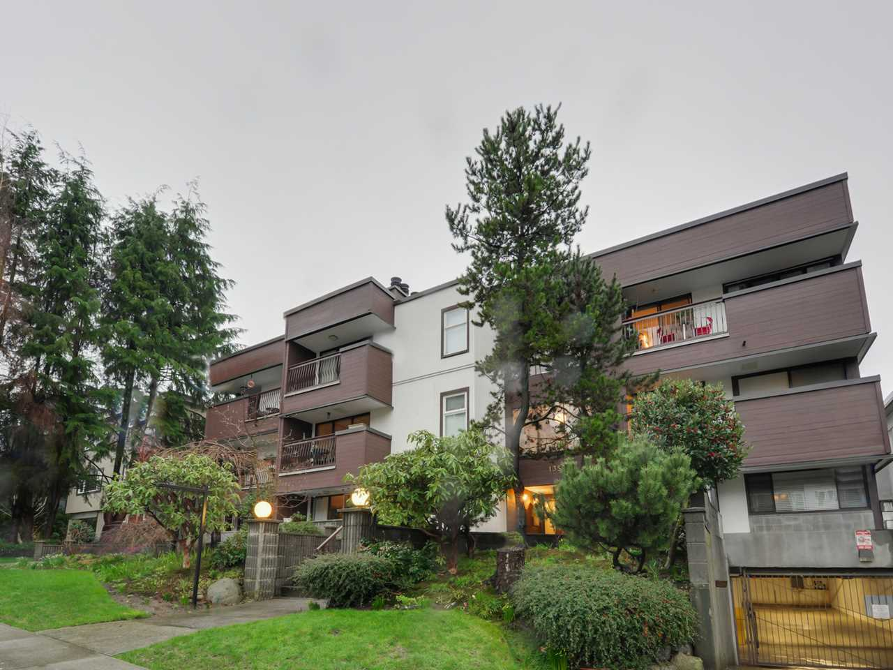"Photo 15: 202 1352 W 10TH Avenue in Vancouver: Fairview VW Condo for sale in ""Tell Manor"" (Vancouver West)  : MLS® # R2035626"