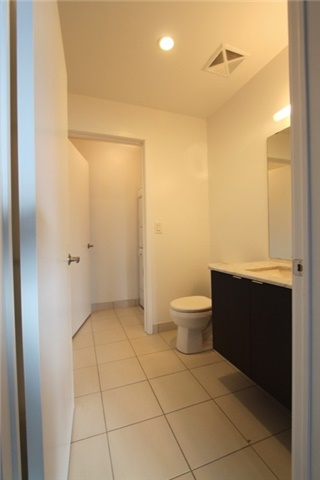 Photo 4: 906 400 W Wellington Street in Toronto: Waterfront Communities C1 Condo for lease (Toronto C01)  : MLS® # C3426460
