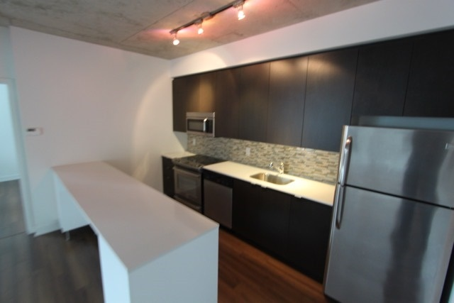 Photo 13: 906 400 W Wellington Street in Toronto: Waterfront Communities C1 Condo for lease (Toronto C01)  : MLS® # C3426460