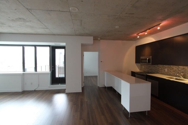 Photo 9: 906 400 W Wellington Street in Toronto: Waterfront Communities C1 Condo for lease (Toronto C01)  : MLS® # C3426460