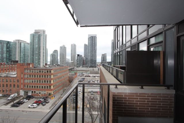 Photo 6: 906 400 W Wellington Street in Toronto: Waterfront Communities C1 Condo for lease (Toronto C01)  : MLS® # C3426460