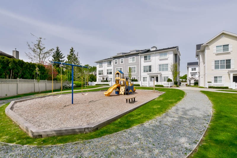 "Main Photo: 25 16228 16 Avenue in Surrey: King George Corridor Townhouse for sale in ""Pier 16"" (South Surrey White Rock)  : MLS® # R2058409"