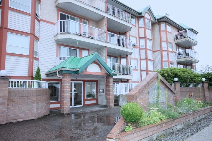 "Main Photo: 328 22661 LOUGHEED Highway in Maple Ridge: East Central Condo for sale in ""GOLDEN EARS GATE"" : MLS®# R2088512"