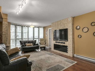 Main Photo: 1707 7380 ELMBRIDGE Way in Richmond: Brighouse Condo for sale : MLS(r) # R2120927