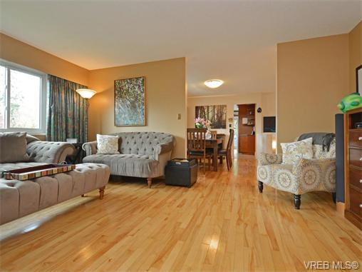 Photo 3: 303 Daniel Place in VICTORIA: Co Lagoon Single Family Detached for sale (Colwood)  : MLS® # 371835