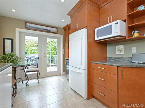Photo 6: 303 Daniel Place in VICTORIA: Co Lagoon Single Family Detached for sale (Colwood)  : MLS® # 371835