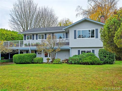Main Photo: 303 Daniel Place in VICTORIA: Co Lagoon Single Family Detached for sale (Colwood)  : MLS®# 371835