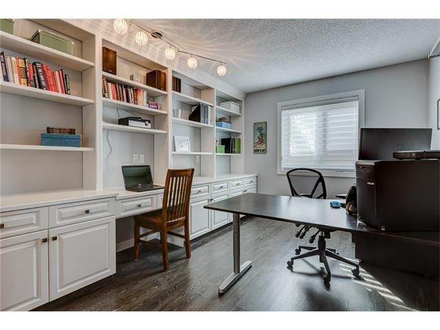 Photo 4: 2956 SIGNAL HILL Drive SW in Calgary: Signal Hill House for sale : MLS(r) # C4099759