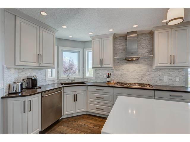 Photo 10: 2956 SIGNAL HILL Drive SW in Calgary: Signal Hill House for sale : MLS(r) # C4099759