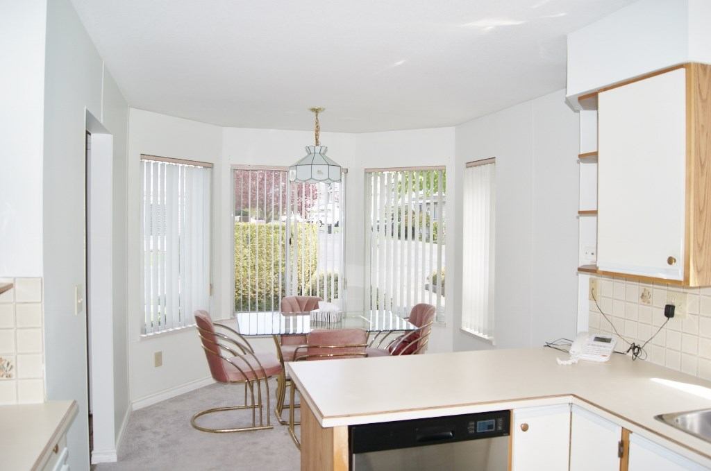 "Photo 6: 5 9253 122 Street in Surrey: Queen Mary Park Surrey Townhouse for sale in ""Kensington Gate"" : MLS(r) # R2162184"