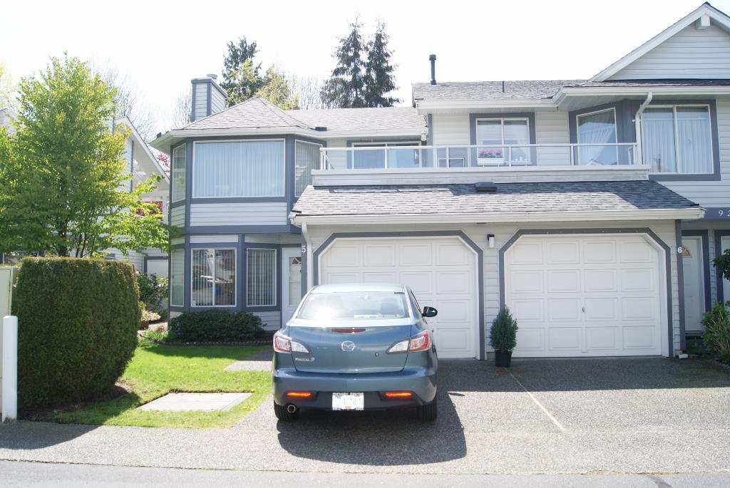 "Main Photo: 5 9253 122 Street in Surrey: Queen Mary Park Surrey Townhouse for sale in ""Kensington Gate"" : MLS® # R2162184"