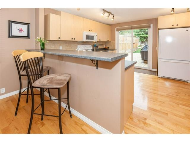 Kitchen breakfast bar with 2 included bar stools