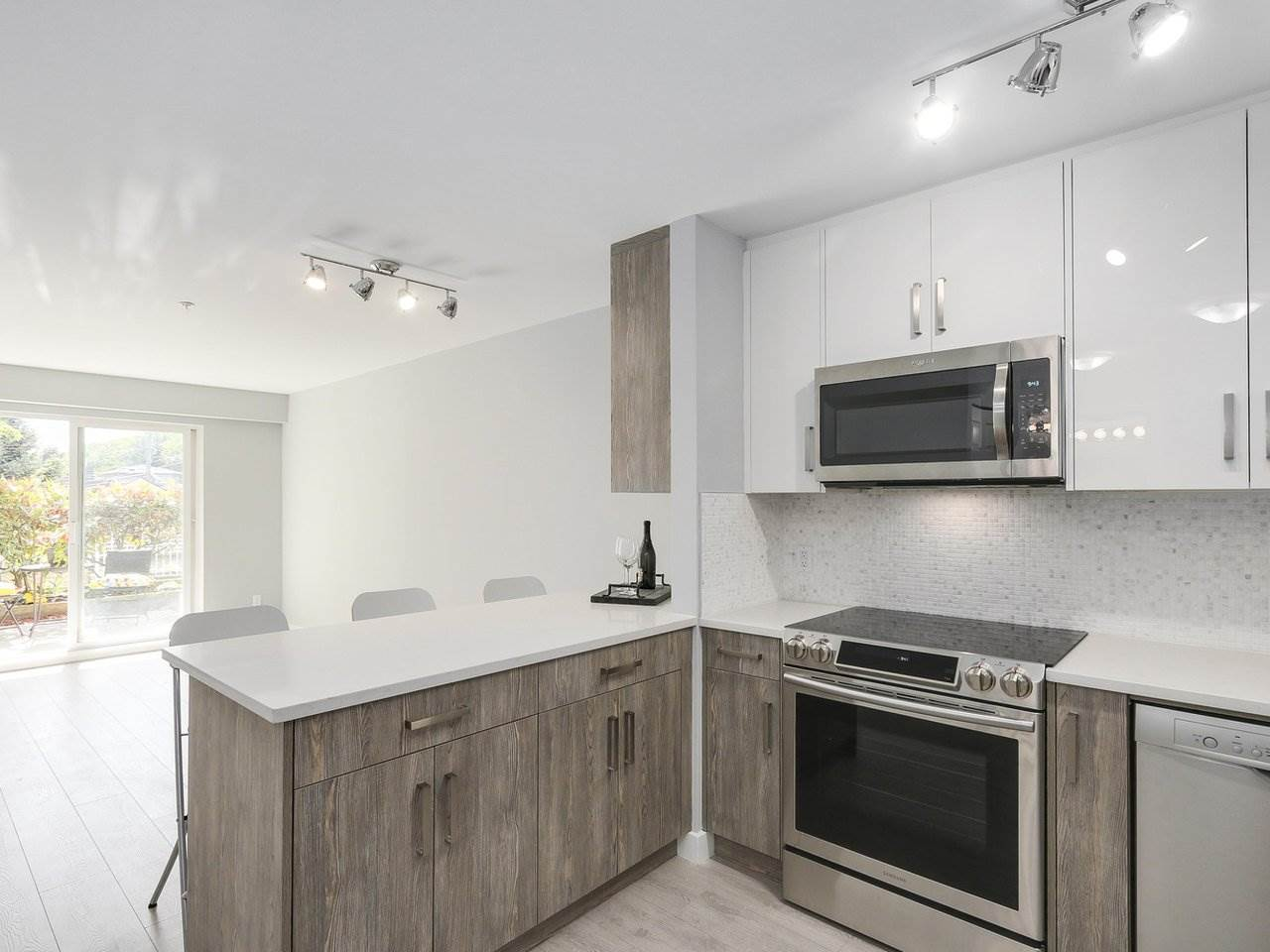 "Photo 3: 102 3624 FRASER Street in Vancouver: Fraser VE Condo for sale in ""THE TRAFALGAR"" (Vancouver East)  : MLS® # R2173895"