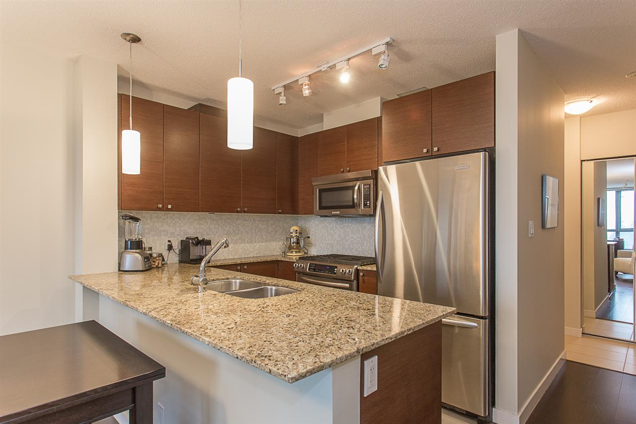 "Photo 5: 2409 110 BREW Street in Port Moody: Port Moody Centre Condo for sale in ""ARIA1"" : MLS(r) # R2176572"