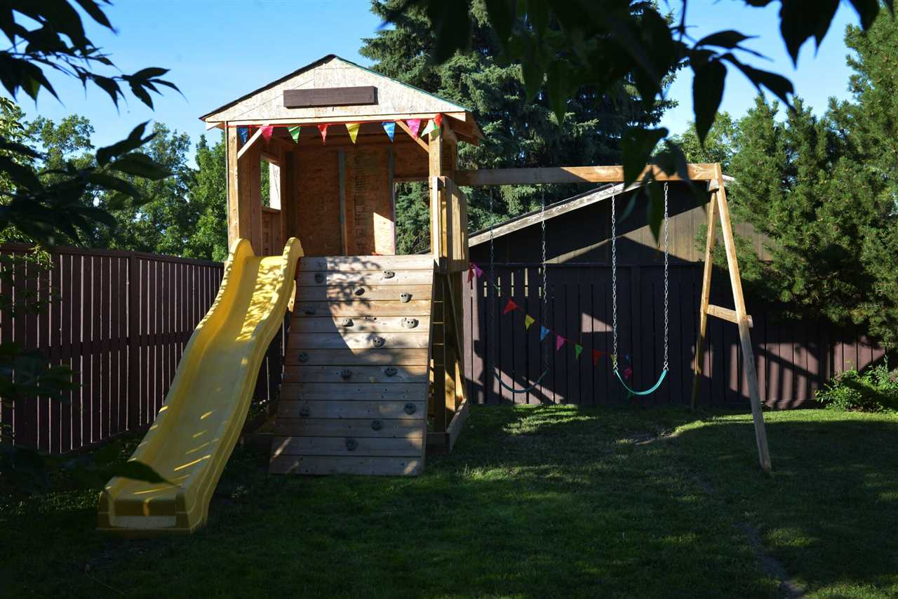 The play structure stays! Perfect for the kids or grand kids.