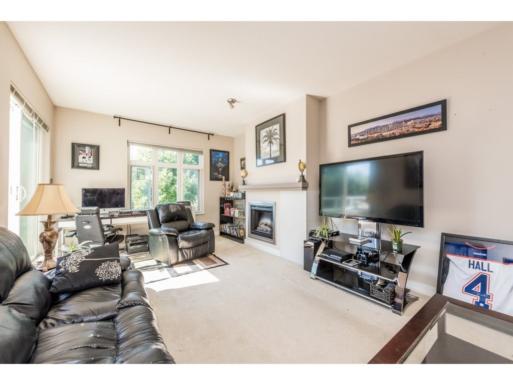 "Photo 3: 401 2368 MARPOLE Avenue in Port Coquitlam: Central Pt Coquitlam Condo for sale in ""RIVER ROCK LANDING"" : MLS® # R2201922"