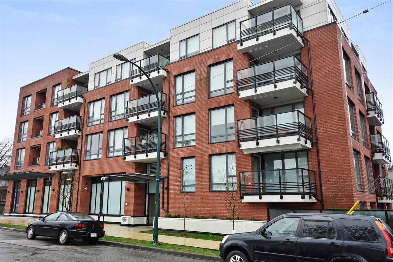 "Main Photo: 504 2477 CAROLINA Street in Vancouver: Mount Pleasant VE Condo for sale in ""LIVING MIDTOWN"" (Vancouver East)  : MLS® # R2238368"