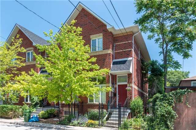Main Photo: 255 Milan Street in Toronto: Moss Park House (2 1/2 Storey) for lease (Toronto C08)  : MLS®# C4182118