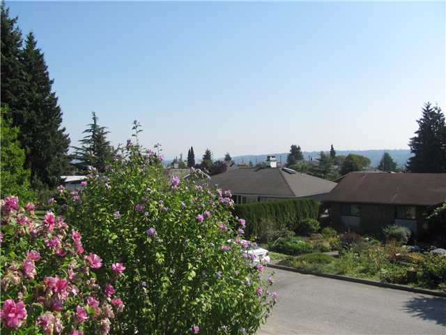 "Photo 2: 145 E 7TH Avenue in New Westminster: The Heights NW House for sale in ""THE HEIGHTS"" : MLS® # V910179"