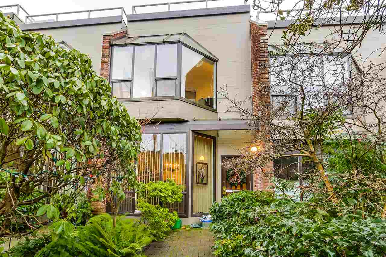"Main Photo: 2778 W 1ST Avenue in Vancouver: Kitsilano Townhouse for sale in ""Cherry West"" (Vancouver West)  : MLS®# R2020380"
